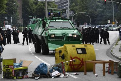 En la marcha de ayer de la izquierda radical participaron unas 12,000 personas y las fuerzas de seguridad identificaron a alrededor de 2,000 de ellas como miembros de colectivos izquierdistas violentos.