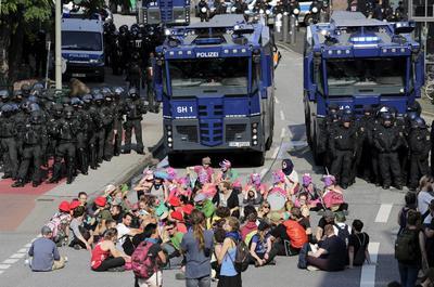 Las autoridades de Hamburgo negaron que se hayan planteado siquiera la posibilidad de apoyo militar, después de que se difundiera en redes sociales una foto de tres tanques patrullando la ciudad.
