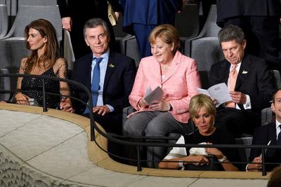 El presidente argentino, Mauricio Macri y su esposa, Juliana Awada junto a la canciller alemana, Angela Merkel, y su esposo, Joachim Sauer.