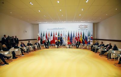 """Los líderes mundiales prosiguieron luego con su """"retiro""""."""