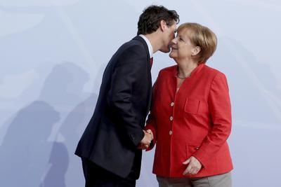 En medio de ese ambiente, la canciller Angela Merkel, del país anfitrión, recibió a los líderes mundiales asistentes.