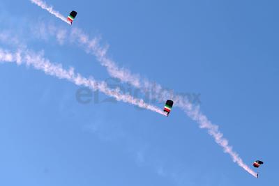 Destacó la preparación y el valor que tienen estos elementos para realizar las prácticas de paracaidismo.