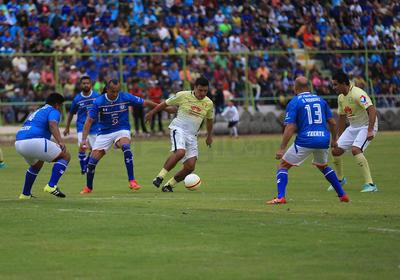 En la parte complementaria, Antonio Carlos Santos hizo gala de su golpeo de balón al pegarle afuera del área y ponerlo a la base del poste derecho de Escoponi, quien a pesar de su vuelo no pudo evitar el 2-0.