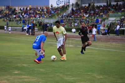 Antonio Carlos Santos cautivó a los duranguenses con su carisma y toque de balón.