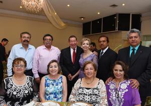 09072017 Los festejados acompañados de sus vecinos: Jesús y Maria Elena Carrera, Luis y Alma Hernández, Cristina Chávez y su acompañante.