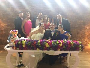 09072017 Los nuevos esposos acompañados por algunos de sus invitados.
