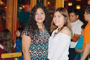12072017 MUY CONTENTAS.  Daniela y María José.
