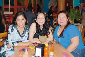 12072017 ENTRE AMIGAS.  Maritere, Laura y Daniela.