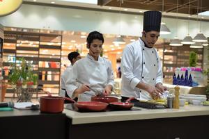 12072017 Los chefs prepararon deliciosos platillos.