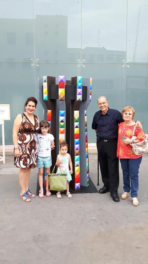 12072017 HOMENAJE A TORREóN.  Alonso de Alba Bessonier en el evento de MTTO 110 Torreón con el Torreón en homenaje que él hizo, acompañado de Blanca Inés, Idoia, Ainhoa e Isabel.