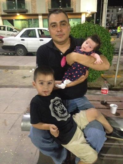 13072017 Francisco con sus hijos, Victoria y Paquito.