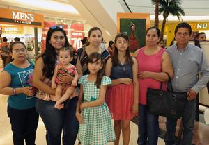 13072017 María Isela, Andrea, Mariel, Dora, Vianca, Blanca, Francisca y Luis.