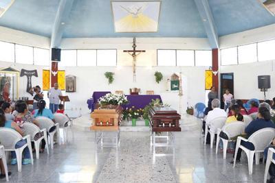 Se ofició una misa en su memoria.