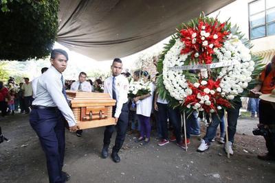 Dieron el último adiós a las víctimas del socavón en el Paso Express de Cuernavaca.
