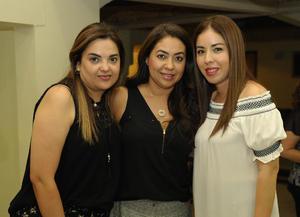 14072017 RECIENTE EVENTO.  María, Dunia y Mary Carmen.