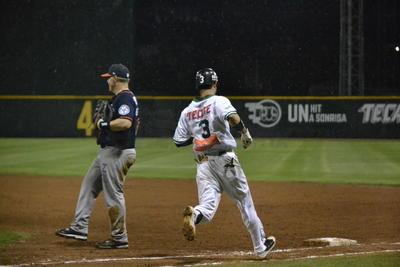 Humberto Castro dio hit y se robó segunda para anotar con sencillo de Jairo Pérez y con Jesús Rivera en las bases tras el primer out, Norberto Susini sacó la pelota del parque por el jardín central.