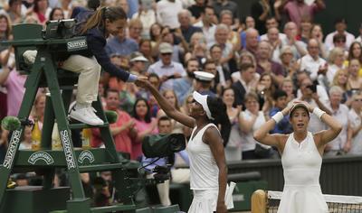 Después de ganar el título de Roland Garros en 2016, Muguruza triunfó ahora en la catedral del tenis mundial.