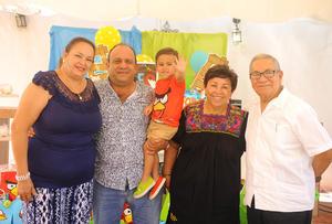 17072017 FESTEJA SU CUMPLE.  Leonardo Ruiz Muruaga con sus abuelitos: Sonia Gala, Enrique Muruaga, Jose Ávila y Javier Ruiz.