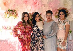 17072017 MAMá EN SEPTIEMBRE.  Maribel Esqueda Tello acompañada de su mamá, Hortencia Tello, y sus hermanas, Verónica y Marisol Esqueda Tello.