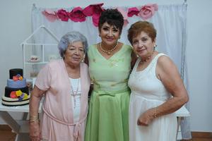 18072017 FELIZ CUMPLEAñOS.  Consuelo Rodríguez con Beatriz y Martha.