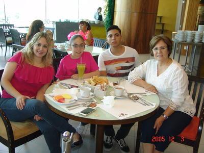 20072017 Gina, Ana Victoria, Darío y Elda.