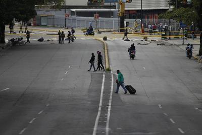 La huelga representa la mayor demostración opositora en más de 100 días de protestas contra el régimen de Maduro, las cuales han dejando casi un centenar de muertos.