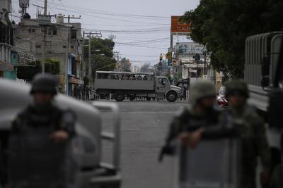 Asimismo, la policía capitalina mantiene un cerco perimetral para resguardar el orden público en la demarcación y las zonas aledañas.