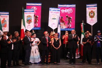El encuentro arrancó su primer día de actividades con el espectáculo 'Durango ayer, hoy y siempre' que incluyó danzas, valses, polkas, chotises y música en vivo, característicos de la entidad.