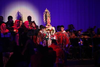 Fue en el Teatro Ricardo Castro donde las tradiciones y culturas del estado brillaron durante la inauguración de la segunda edición del Festival Internacional de Folclor Durango que se celebra en esta cuidad del 20 al 23 de julio.