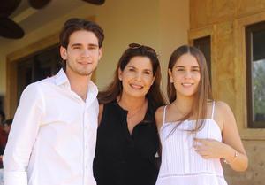 Ricky, Martha y María Martha