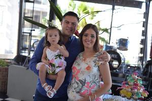 Miguel, Julia y Dora
