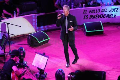 Luego del que el pasado 13 de julio el cantante no pudiera asistir a su presentación en el palenque de la Feria Nacional Gómez Palacio, anoche saldó su deuda ante los laguneros ofreciendo un show de primer nivel.