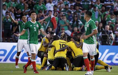 Hubo una diferencia muy clara entre el partido de la fase de grupos y el de ayer domingo. Jamaica sí se preocupó por ofender a México. Vía el contragolpe, pero los caribeños se atrevieron a acercarse a la portería defendida por José de Jesús Corona.