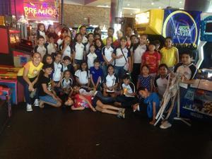 23072017 DIVERTIDA TARDE.  Alumnos del Instituto Británico de Torreón disfrutaron pizzas y juegos por la clausura del curso de verano.