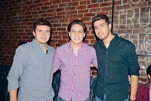 23072017 SE DIVIERTEN.  Miguel, Ricardo y Álvaro.