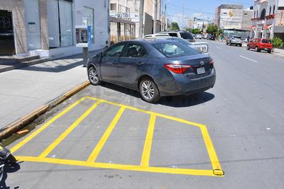 Se inició con el rayado de cajones para estacionamiento en batería en la avenida Matamoros hacia el poniente.