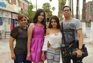 26072017 Claudia, Daniela, Linda y Daniel.