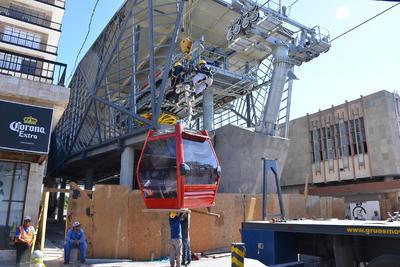 Inician el colgado de la totalidad de las 9 góndolas que tendrá el Teleférico de Torreón y realizarán pruebas del sistema electro-mecánico durante una semana.