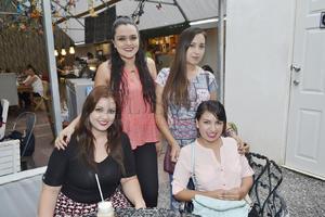 Yaneli, Karen, Italia y Mariela.