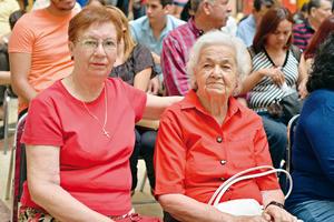 27072017 EN EL MALL.  Rosa María y Conchita.