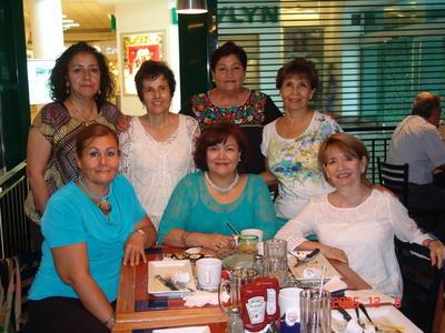 27072017 Adela con Nancy, Coco, Lourdes, Ruth, Tenchita y María Elena.