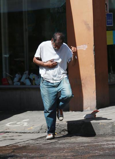 En algunos casos, los padecimientos los hacen más vulnerables a riesgos al andar en la calle.