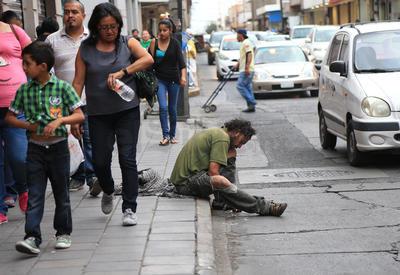La mayoría de las personas de la calle, no cuentan con algún tipo de respaldo familiar, por lo que se quedan completamente solos.