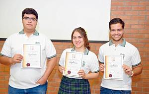 29072017 ALUMNOS DESTACADOS.  Daniel, Gladys y Raúl.