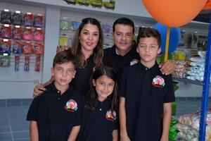 29072017 EN FAMILIA.  Mónica, Ramiro, Ramiro, Juan Pablo y María José Enríquez.