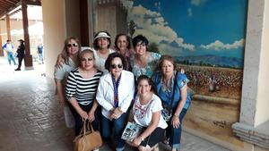 31072017 DE VISITA.  Esperanza, Lourdes, Hilda, Alicia, Yeye, Lety, Julia e Idoia en el Museo del Algodón.