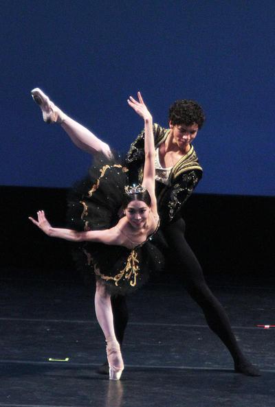 Entre bailarines y músicos, de 14 compañías como el English National Ballet, American Ballet Theatre, San Francisco Ballet, New York City Ballet, Royal Ballet y Ópera de París.