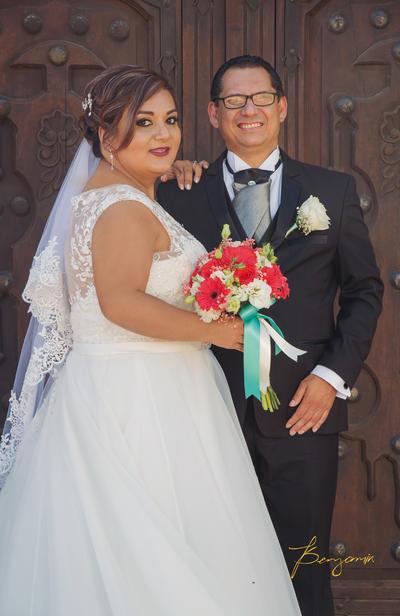 20082017 Lic. Laura Alicia Salazar Candelas y Lic. Martín Gerardo Hernández Gutiérrez contrajeron matrimonio el 5 de agosto; posteriormente, ofrecieron una recepción en el Hotel Posada del Río. - Benjamín Fotografía.
