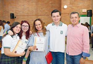 01082017 CONTENTOS.  Andrea, Valeria, Paty, Vladimir y Enrique.