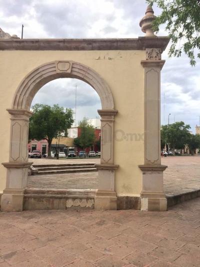 Los contantes eventos en la plaza más grande de la ciudad, cobran fractura a su condición.